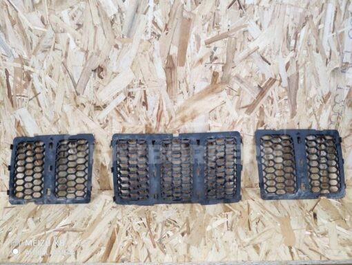 Решетка радиатора Jeep Grand Cherokee (WK2) 2010>  68143074AD