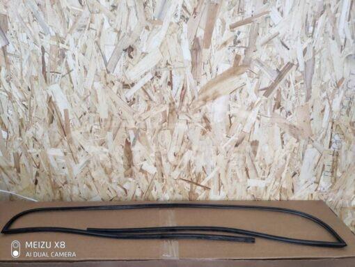 Молдинг стекла лобового Suzuki Vitara 2015>  8461154P01000
