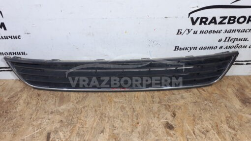 Решетка бампера переднего центральная (без ПТФ) Volkswagen Polo (Sed RUS) 2011>  6RU853677A
