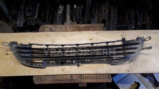 Решетка бампера переднего центр. Peugeot 207 2006-2013  9688074377