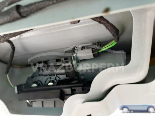 Замок двери багажника Volkswagen Touareg 2010-2018  7P0827505K, 7P0827505M, 7P6827520C82V