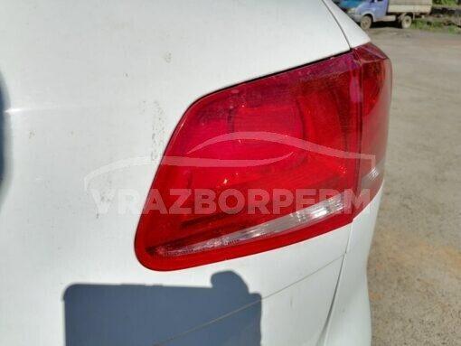 Фонарь задний правый внутренний (в крышку) Volkswagen Touareg 2010-2018  7P6945094A, 7P6945094C