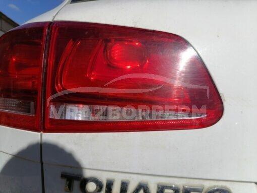 Фонарь задний левый внутренний (в крышку) Volkswagen Touareg 2010-2018  7P6945093A, 7P6945093C