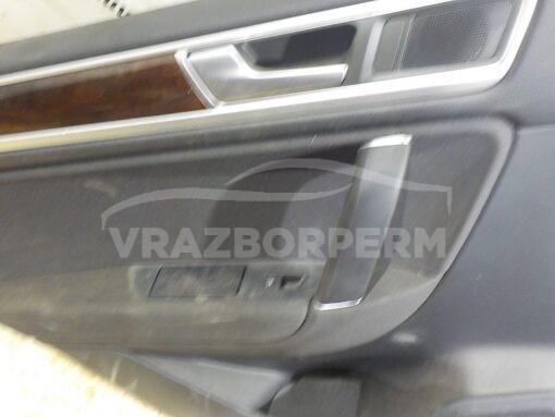 Обшивка двери передней левой (дверная карта) Volkswagen Touareg 2010-2018  7P6867215AK, 7P6867215AKY0V