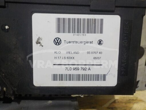 Моторчик стеклоподъемника перед. прав. Volkswagen Touareg 2002-2010  7L0959702G