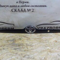 Накладка крышки багажника Toyota Corolla E12 2001-2007  7681102070B1
